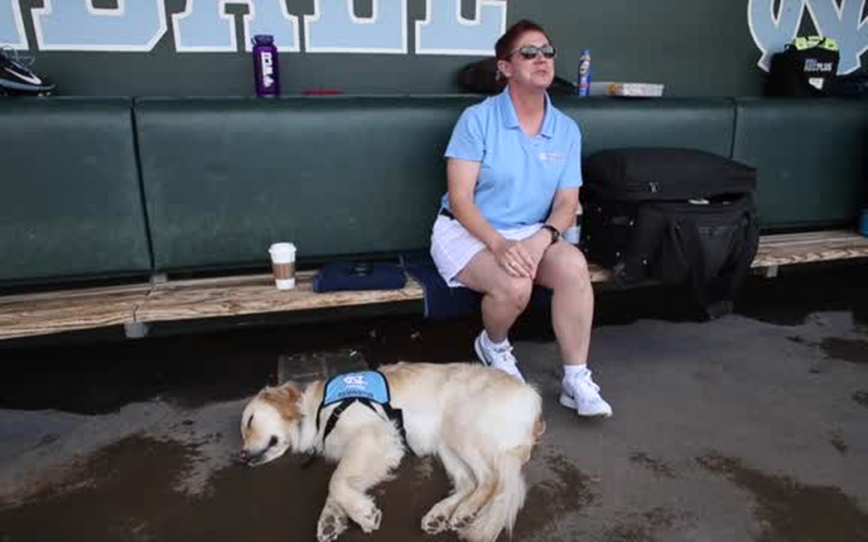 Service-dog-helps-student-athletes-through-rehabilitation-at-UNC-960x600.png